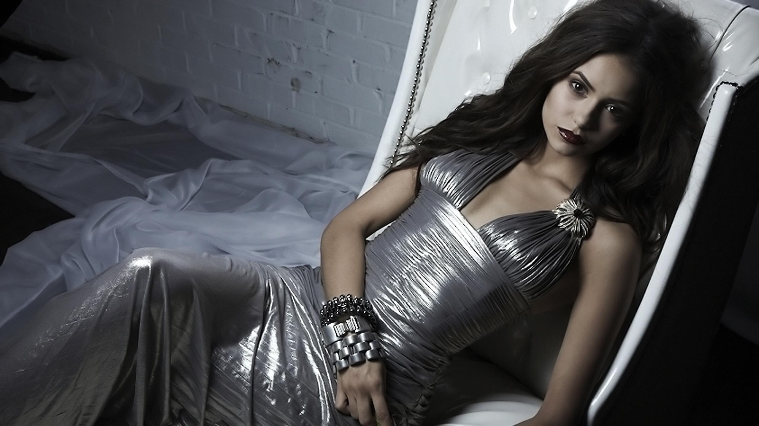 Célébrités - Nina Dobrev  Selena Gomez Magnifique Actress Les Gens Top Model Fond d'écran