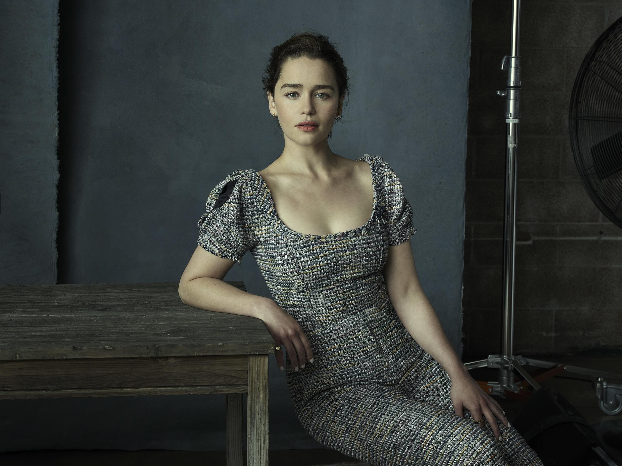Emilia Clarke Hd Wallpaper Background Image 2500x1874 Id 1050037 Wallpaper Abyss
