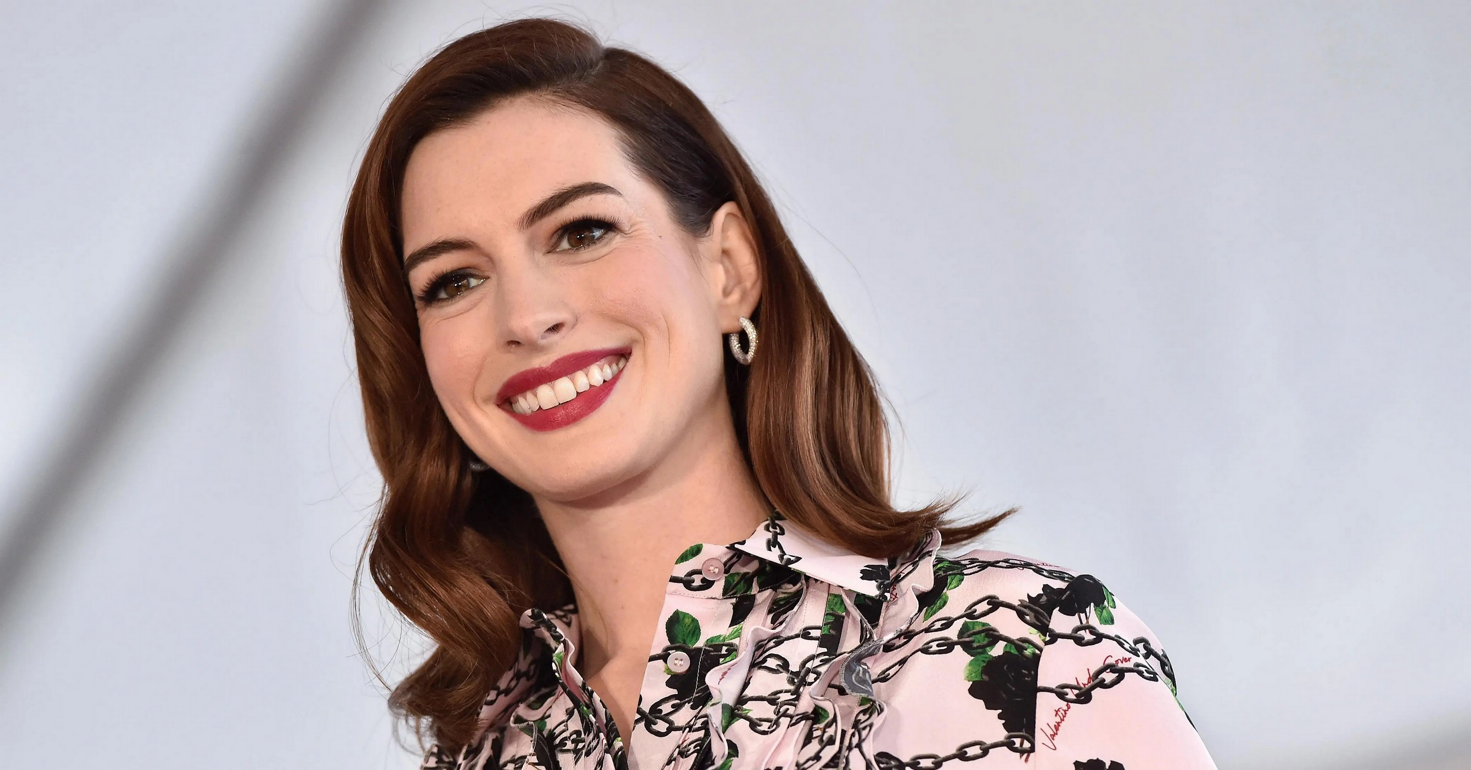Anne Hathaway Hd Wallpaper Background Image 3000x1570