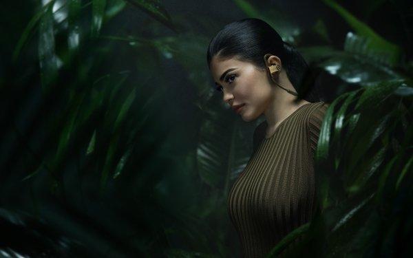 Celebrity Kylie Jenner Models United States Model American Black Hair HD Wallpaper   Background Image
