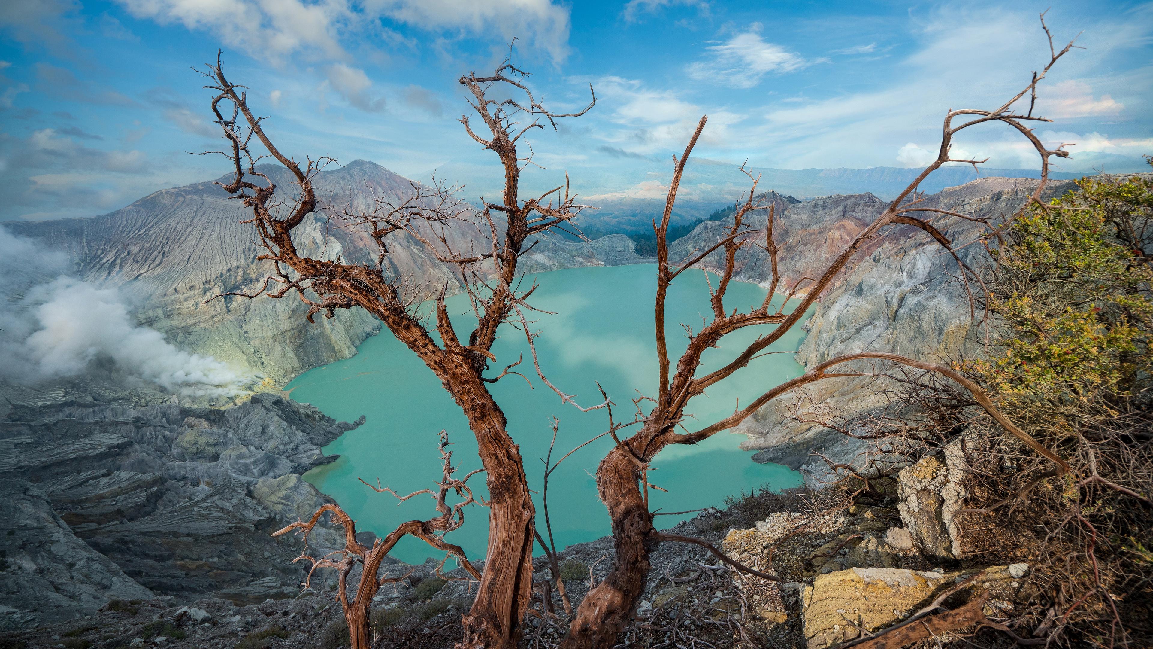 Lago ácido en el cráter de Ijen, Java