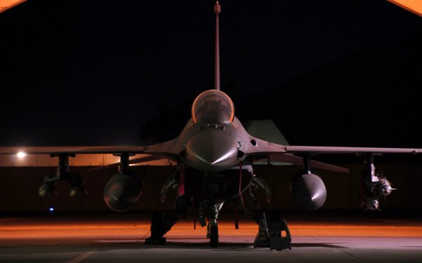 Military General Dynamics F-16 Fighting Falcon Jet Fighters HD Wallpaper | Background Image
