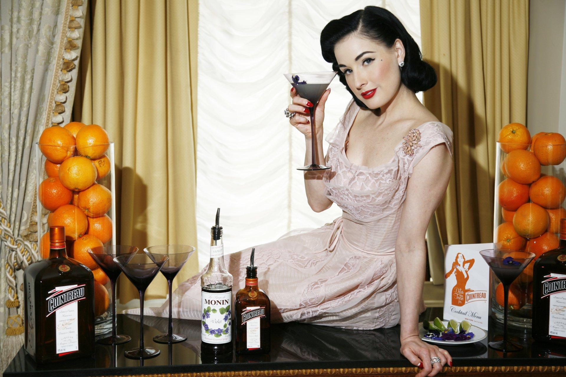 Célébrités - Dita Von Teese  Fond d'écran