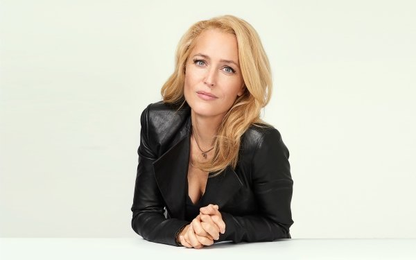 Celebrity Gillian Anderson Actresses United States Actress Blonde Leather Jacket American HD Wallpaper | Background Image