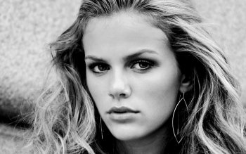 Women - Brooklyn Decker Wallpapers and Backgrounds ID : 157432