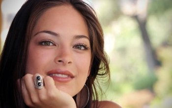 Celebrita' - Kristin Kreuk Wallpapers and Backgrounds ID : 161070