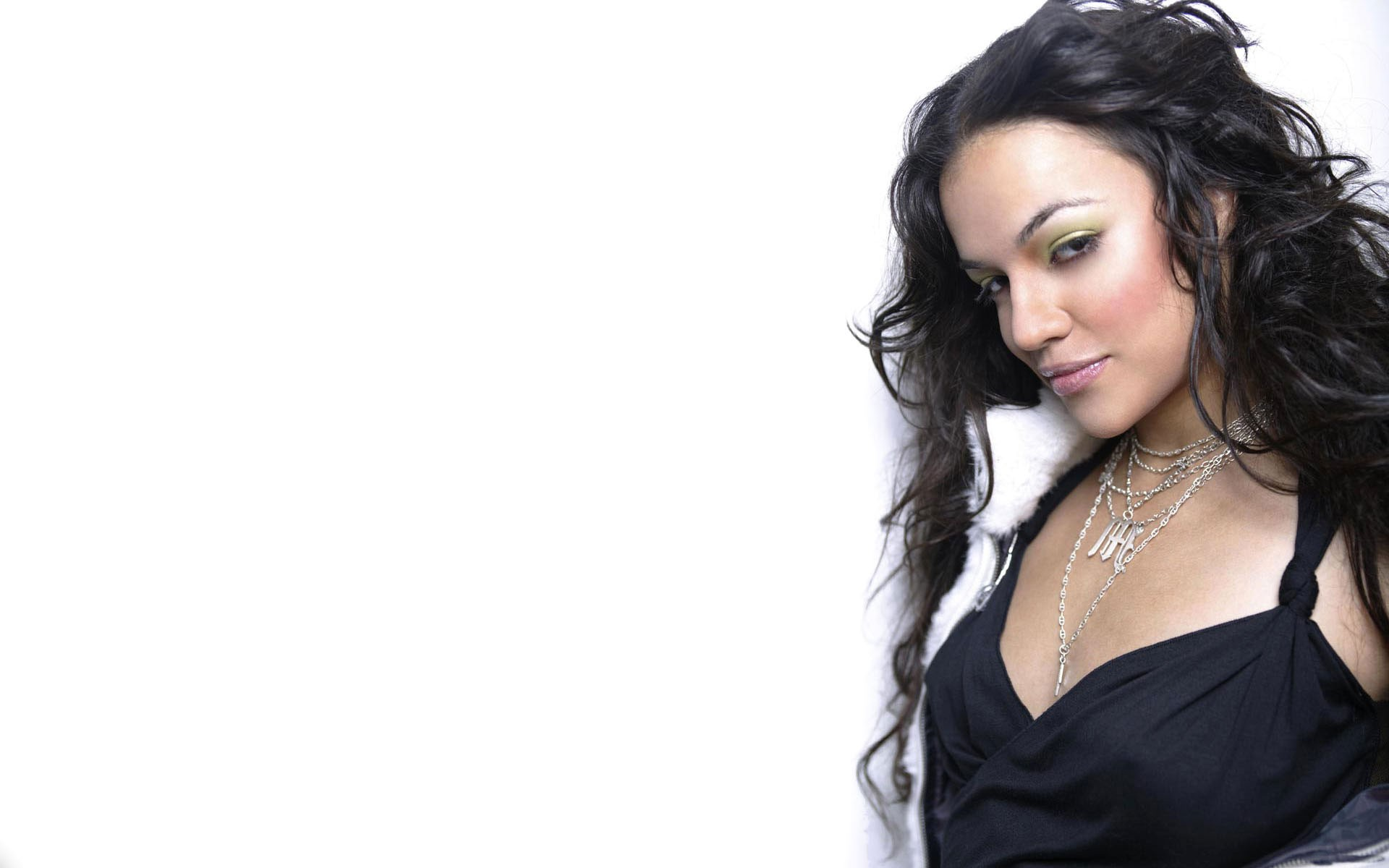 Michelle Rodriguez Full HD Wallpaper And Background Image