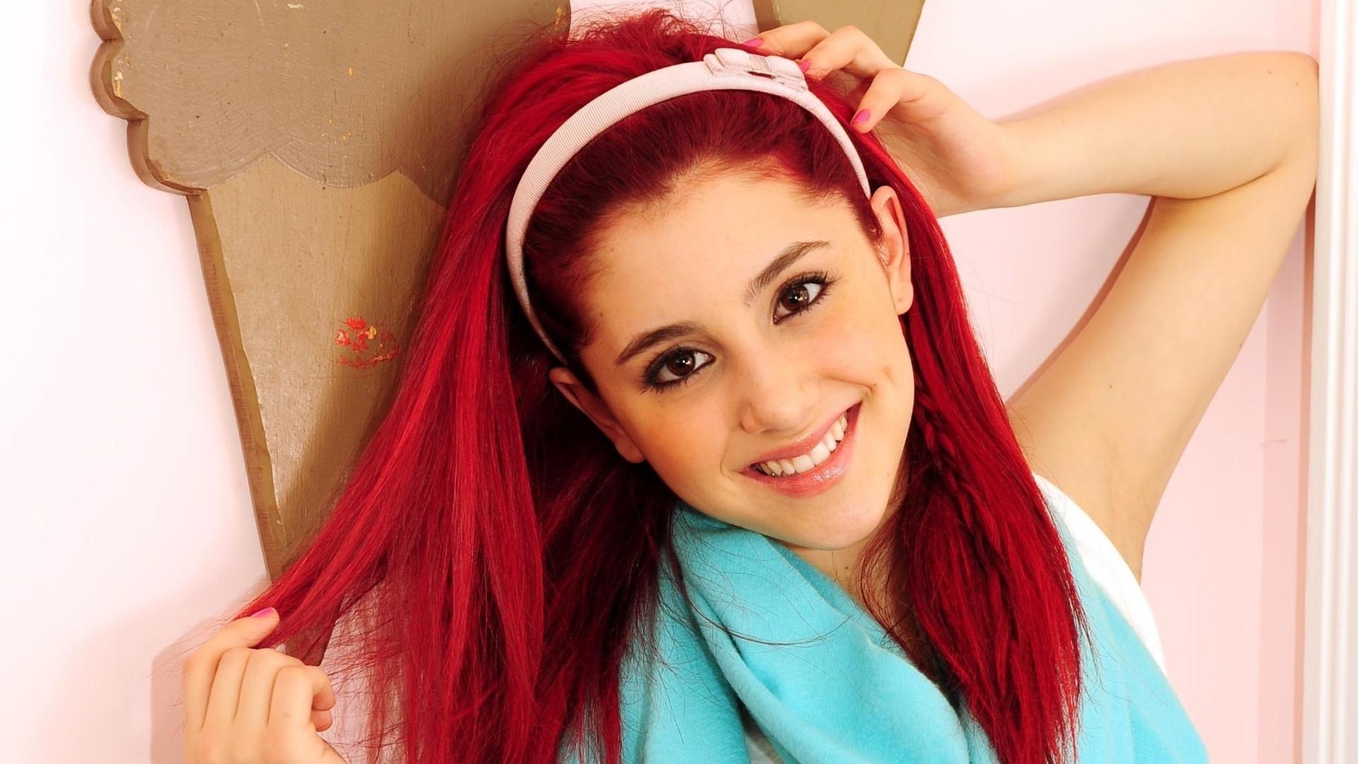 Ariana Grande 2013 Wallpaper