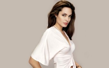 Celebrity - Angelina Jolie Wallpapers and Backgrounds ID : 190952
