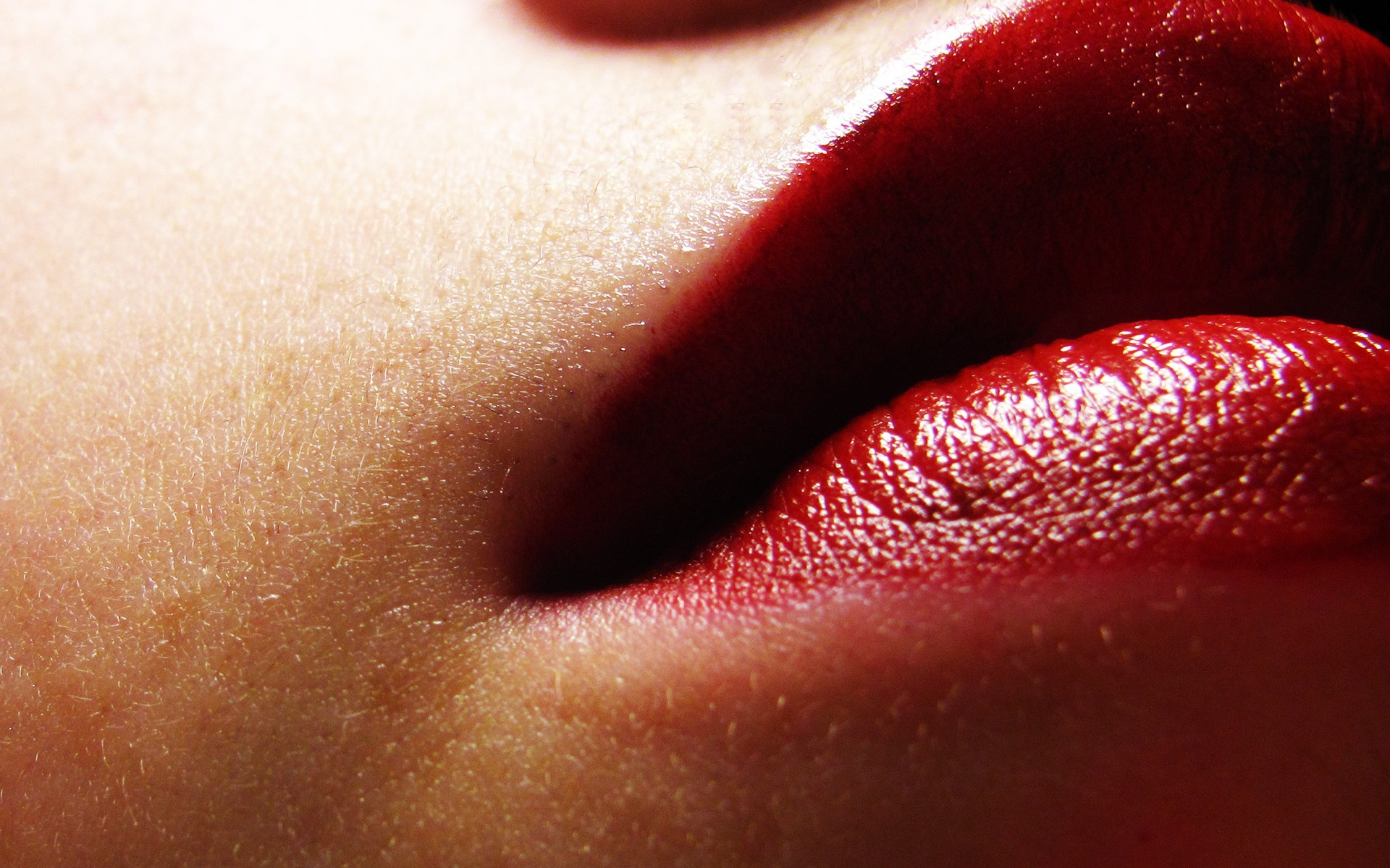 Women - Lips  Wallpaper