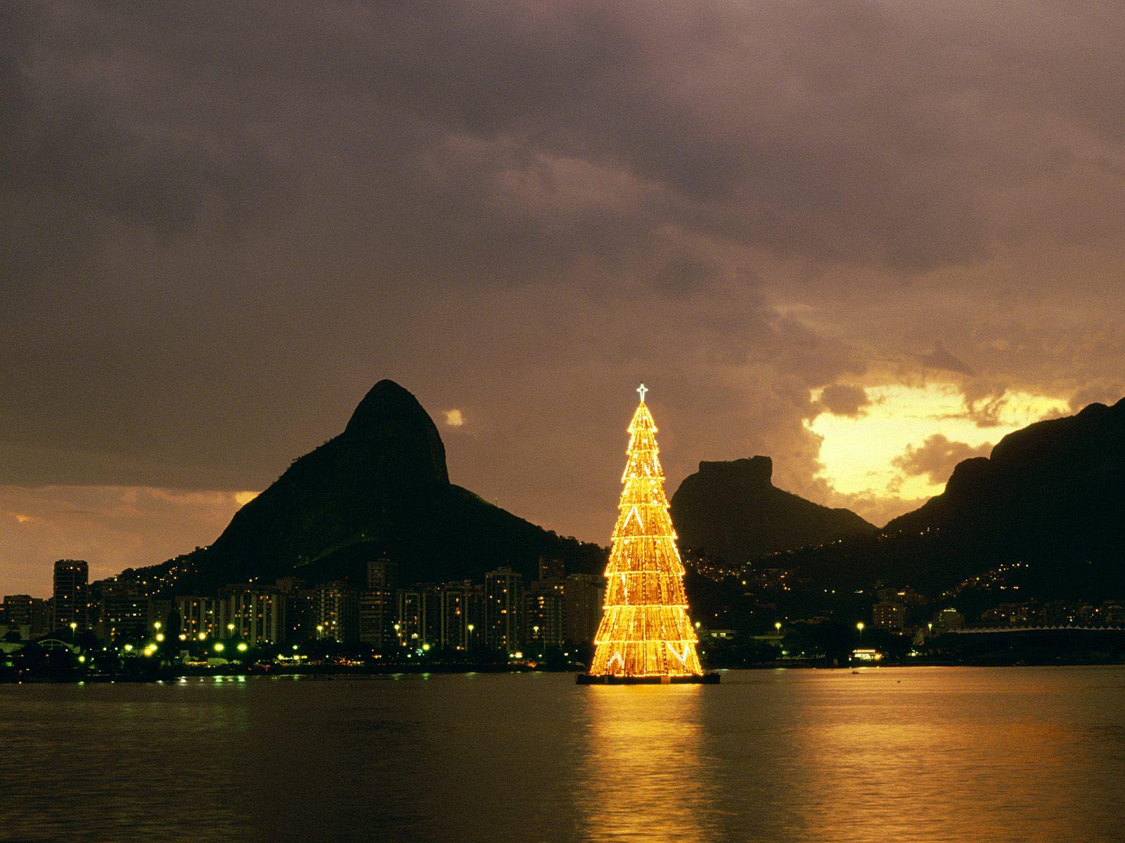 Holiday - Christmas  Christmas Tree Rio De Janeiro Brazil Wallpaper