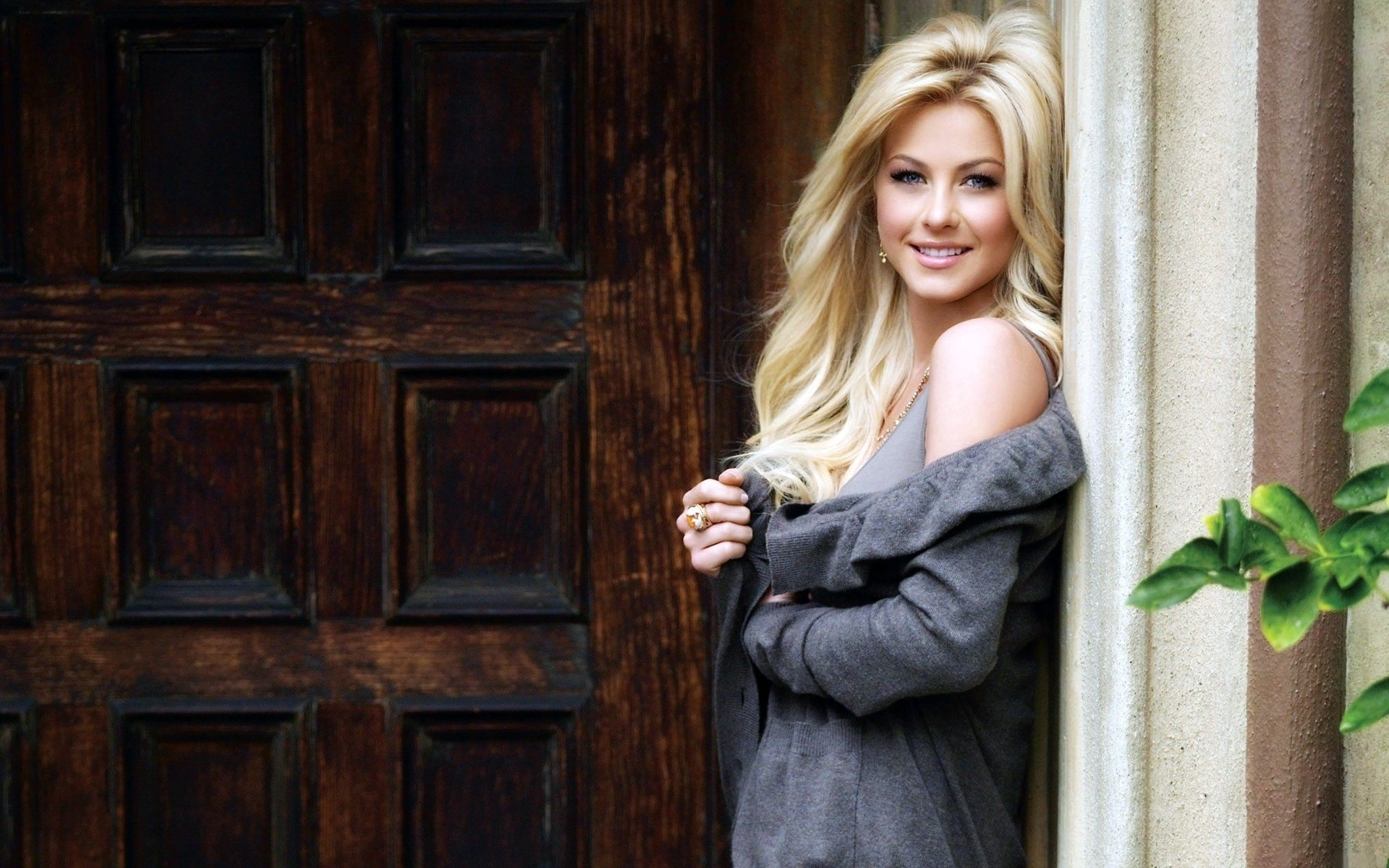24 julianne hough hd wallpapers | background images - wallpaper abyss