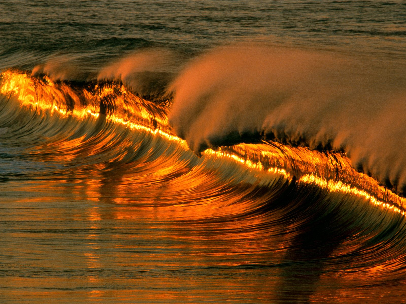 330 Wave HD Wallpapers