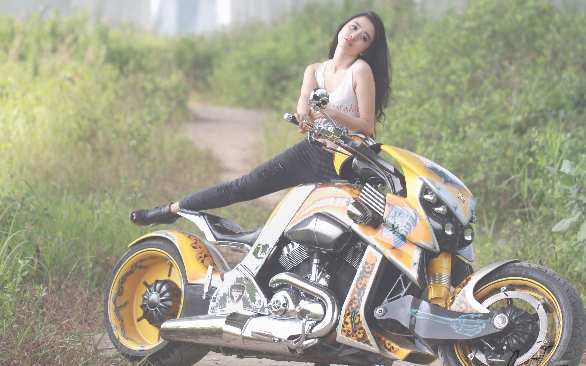 女性 - 摩托车模  壁纸