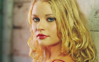 Celebrity - Emilie De Ravin Wallpapers and Backgrounds ID : 27472