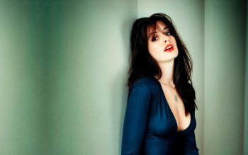Celebrity - Anne Hathaway Wallpapers and Backgrounds ID : 43570