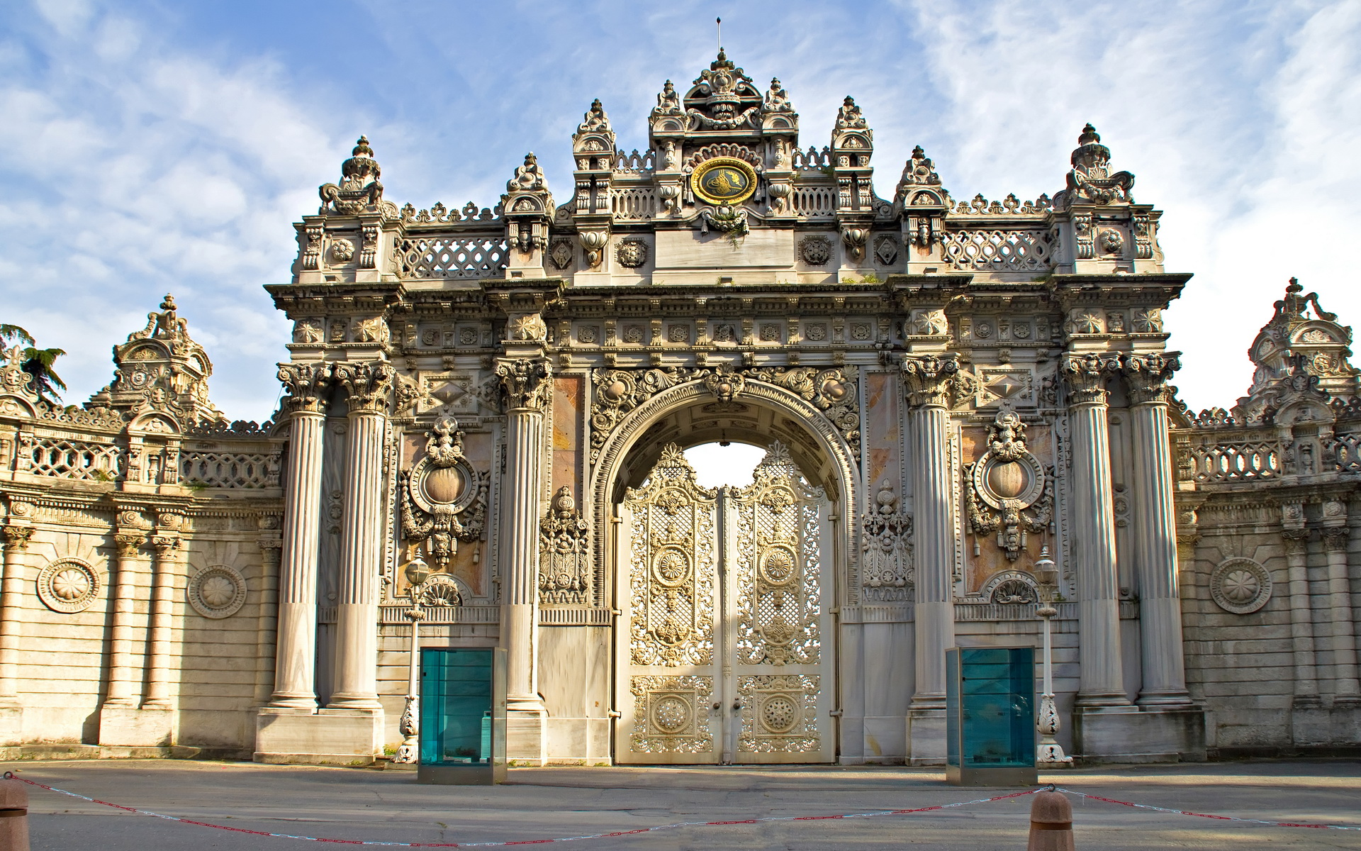 Kết quả hình ảnh cho Dolmabahce Palace