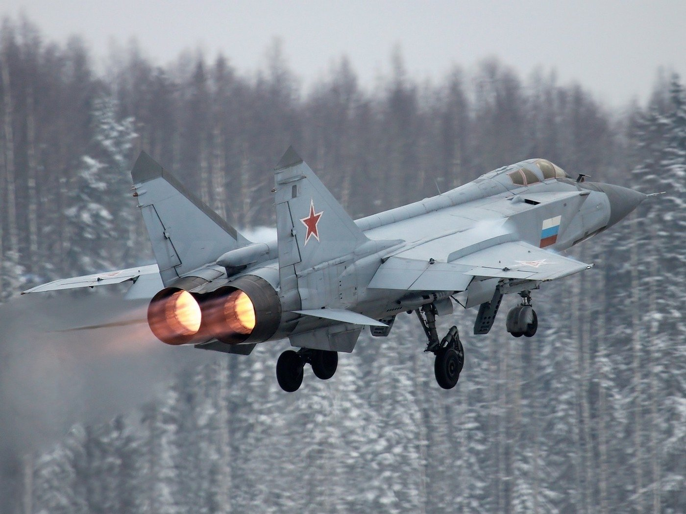 A Mig 31 Foxhound Takes Off From A Cold Russian Runway Fond Décran