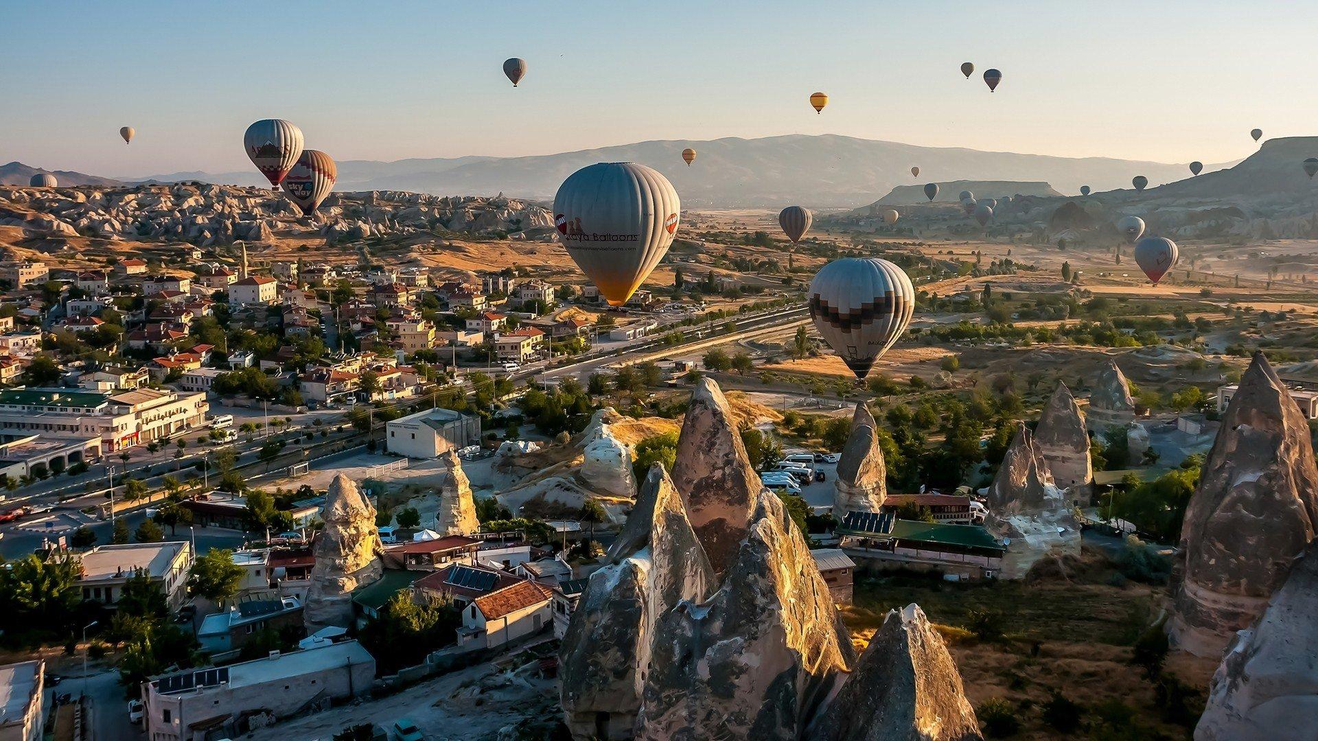 Vehicles - Hot Air Balloon  Wallpaper