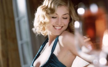 Celebrity - Rosamund Pike Wallpapers and Backgrounds ID : 486713