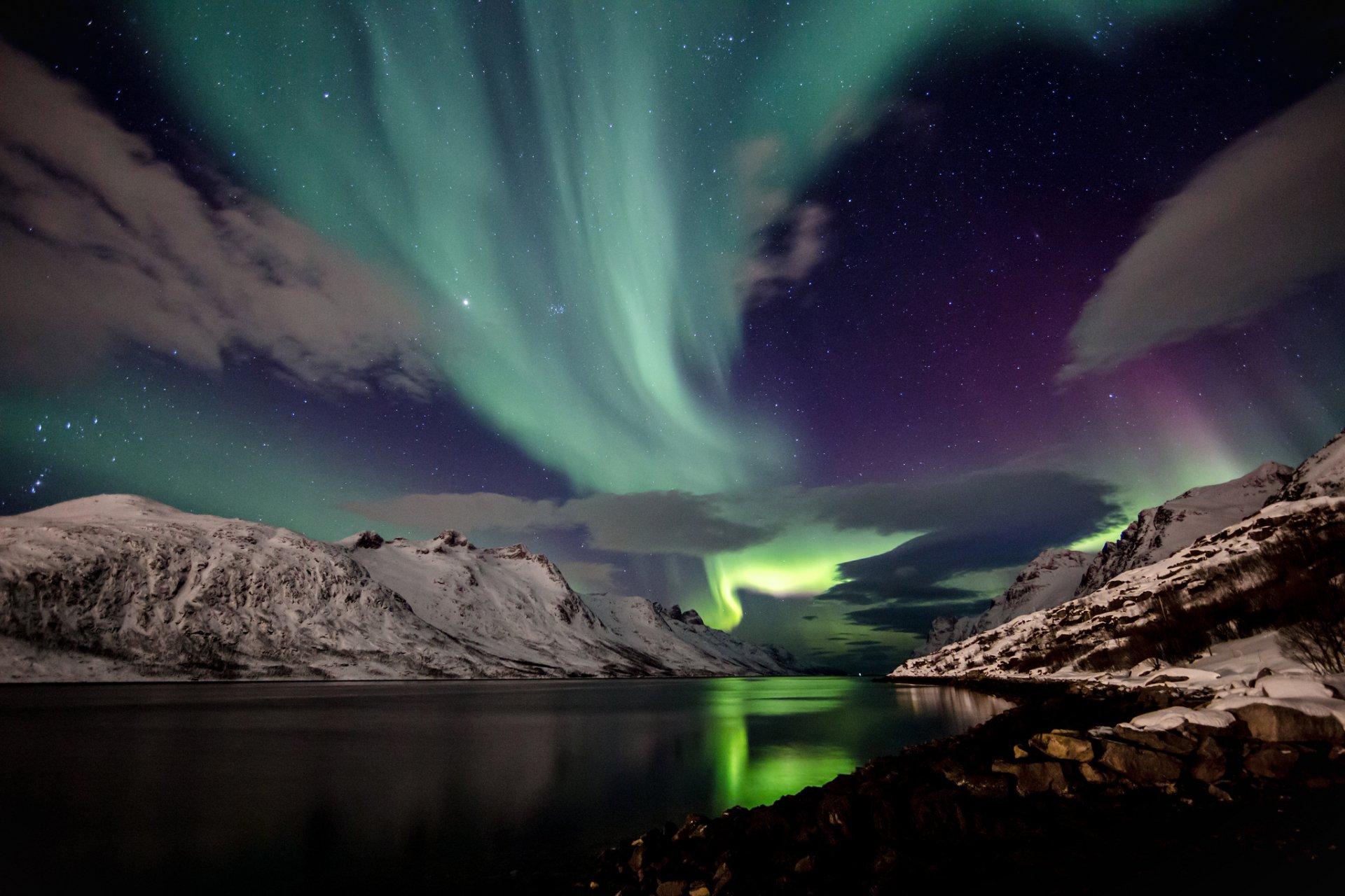 Earth - Aurora Borealis  Wallpaper