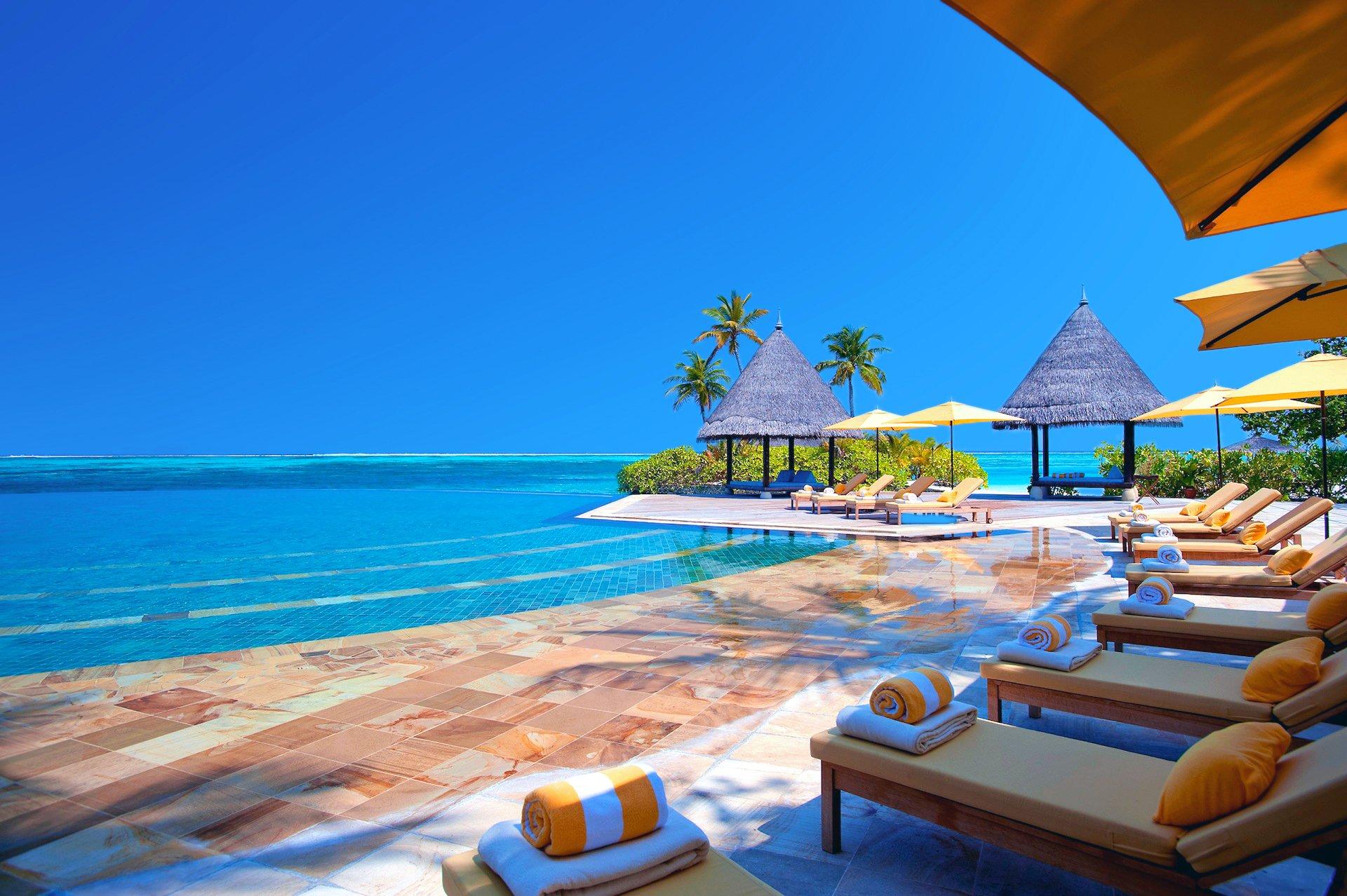 Photography - Holiday  Sky Sea Ocean Umbrella Tree Bungalow Pillow Pool Wallpaper
