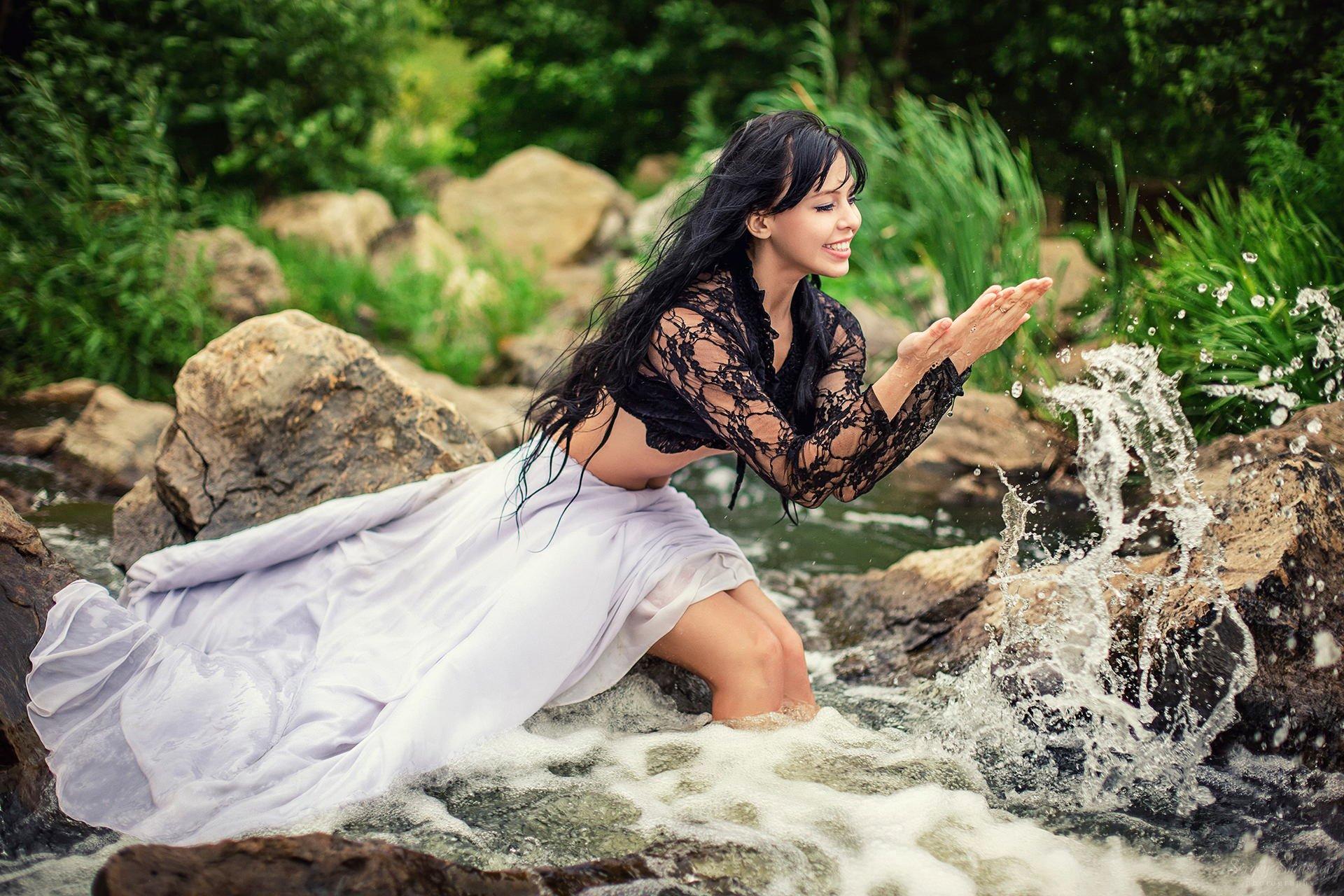 Women - Mood  Dress Water Smile Wallpaper