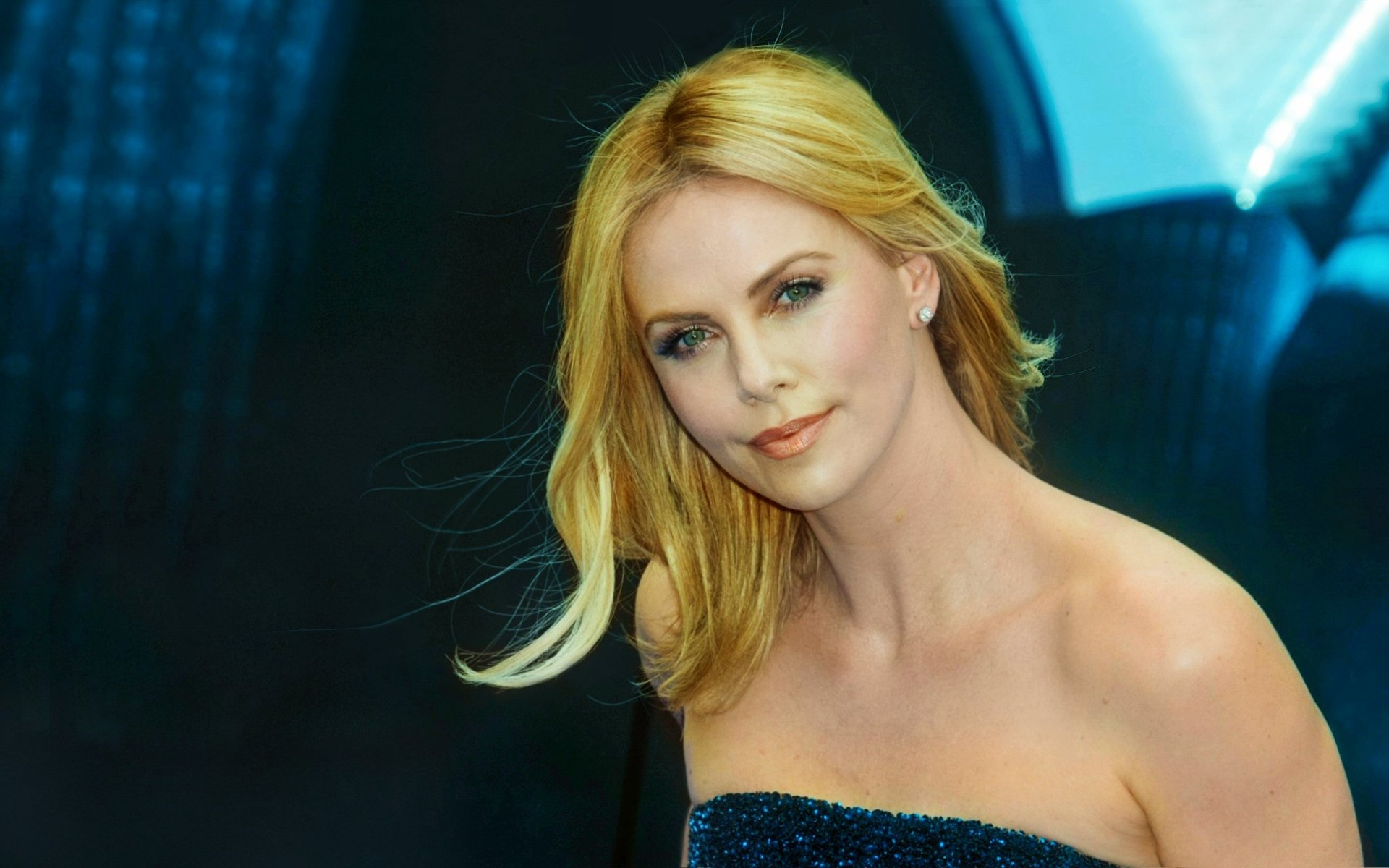 Celebrity - Charlize Theron  Blonde Face Wallpaper