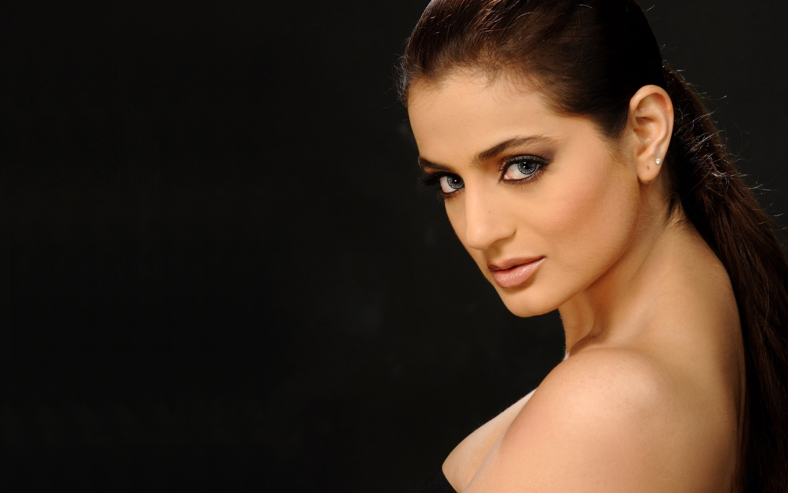 Amisha Patel Full Hd Wallpaper And Background Image -7573