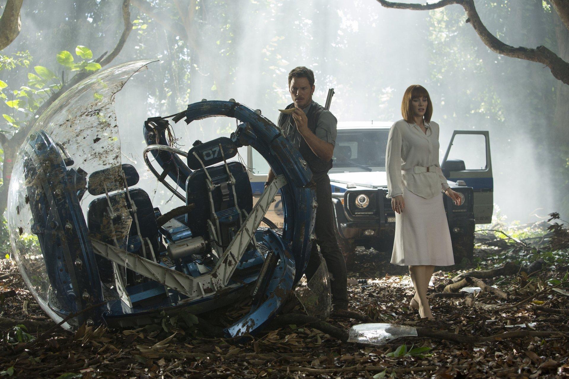Movie - Jurassic World  Bryce Dallas Howard Chris Pratt Wallpaper