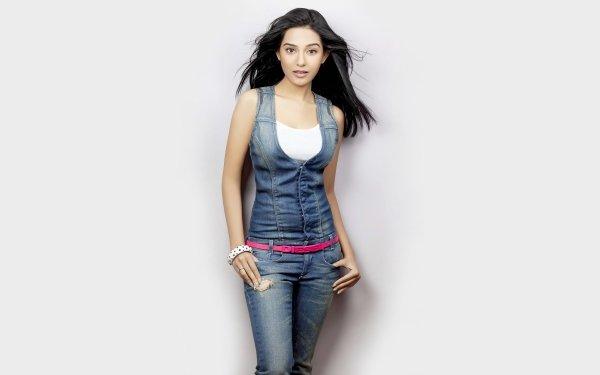Celebrity Amrita Rao Actresses India Bollywood Indian Actress Brown Eyes Black Hair HD Wallpaper | Background Image