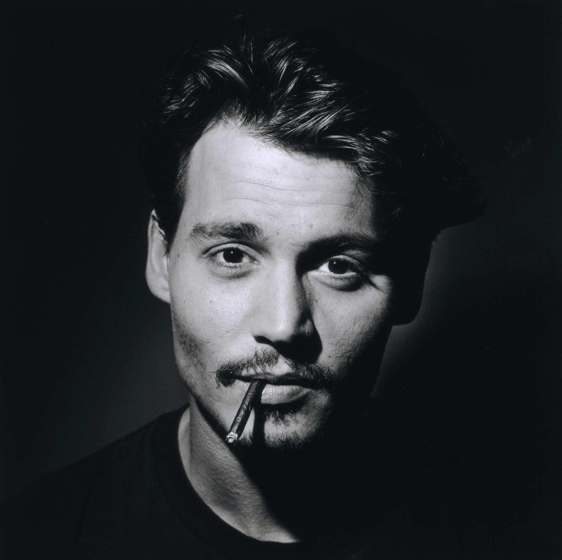 Celebrity - Johnny Depp  Cigarette Wallpaper