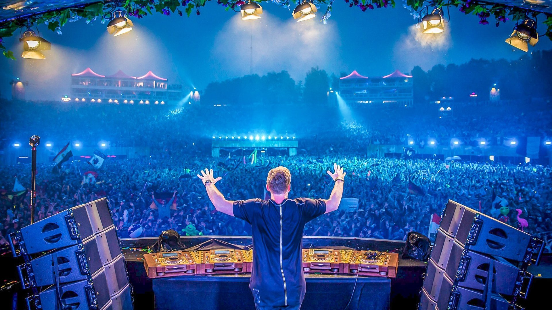 Music - Hardwell  Tomorrowland Festival Robbert van de Corput DJ Music Wallpaper