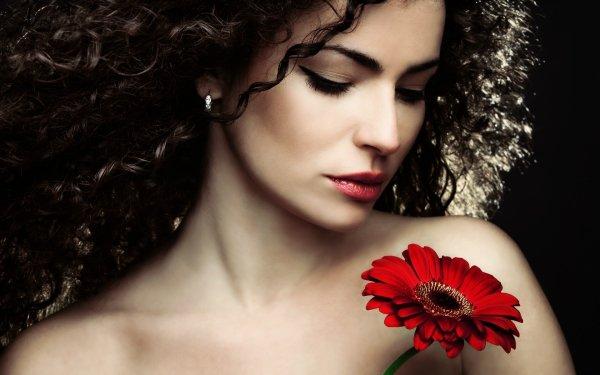 Femmes Face Fleur Gerbera Brune Curl Red Flower Fond d'écran HD | Image