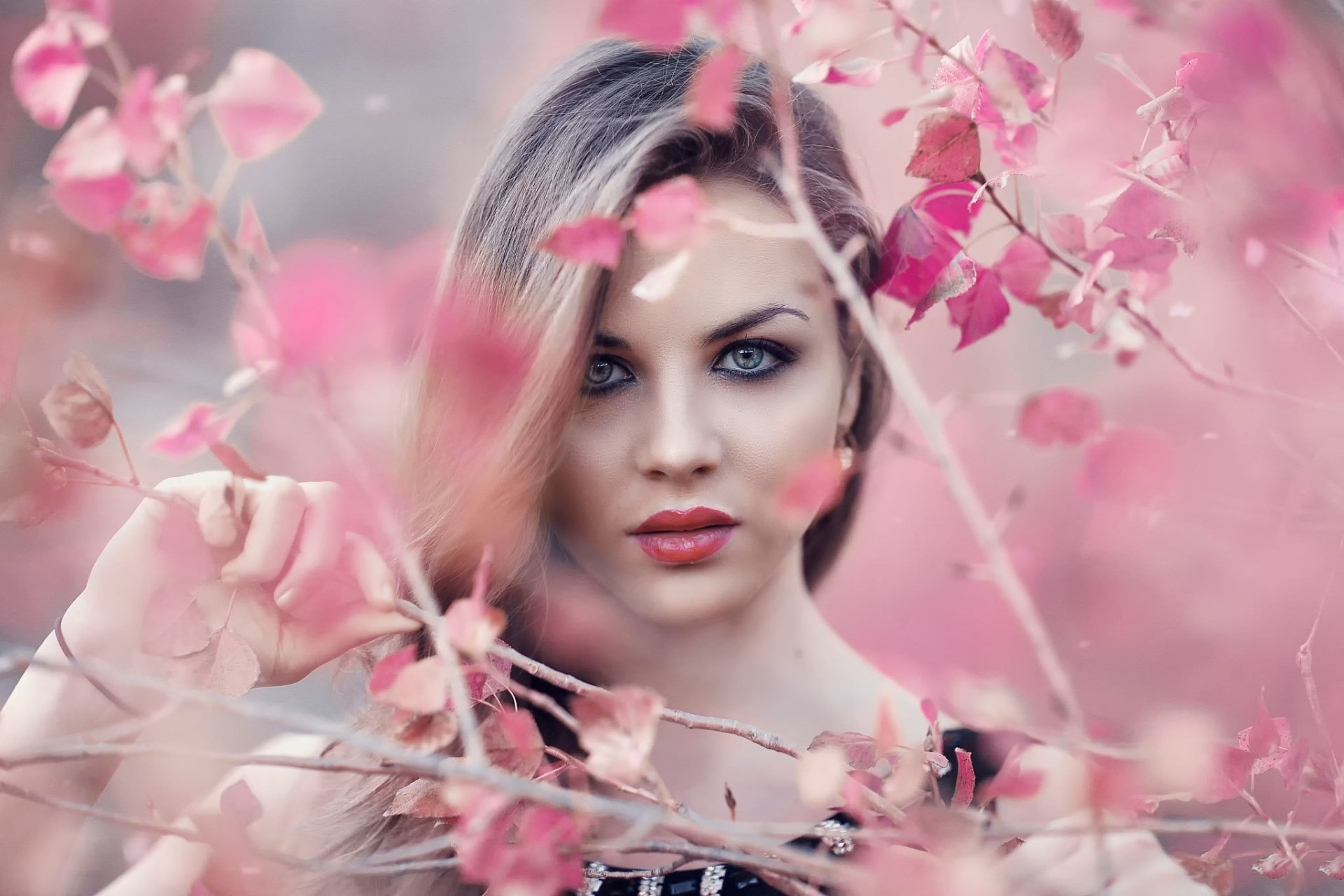 Women - Face  Blue Eyes Outdoor Blonde Lipstick Pink Girl Model Woman Wallpaper