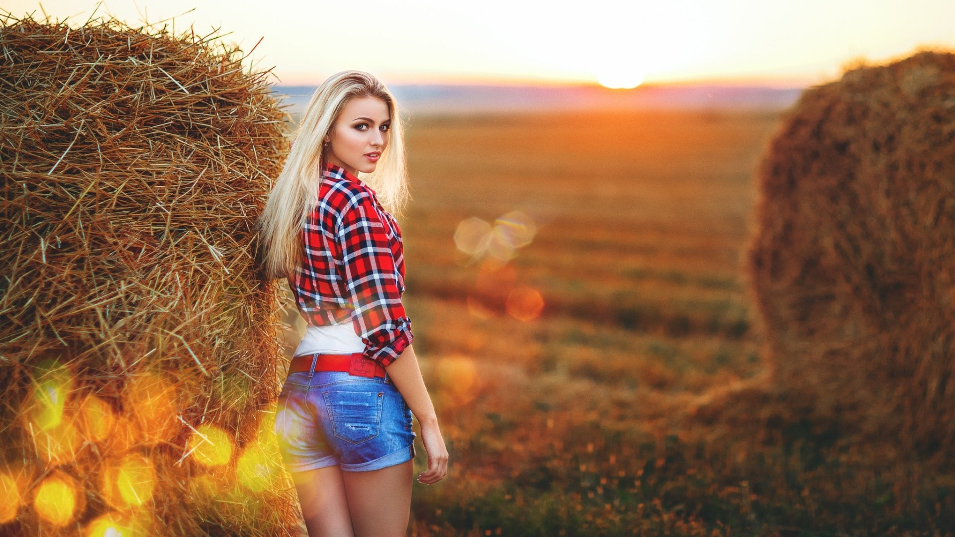 Women - Model  Blonde Shorts Woman Girl Haystack Wallpaper