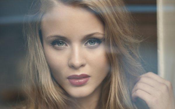 Musik Zara Larsson Singers Sweden Blonde Face Lipstick Singer Swedish Close-Up HD Wallpaper | Background Image