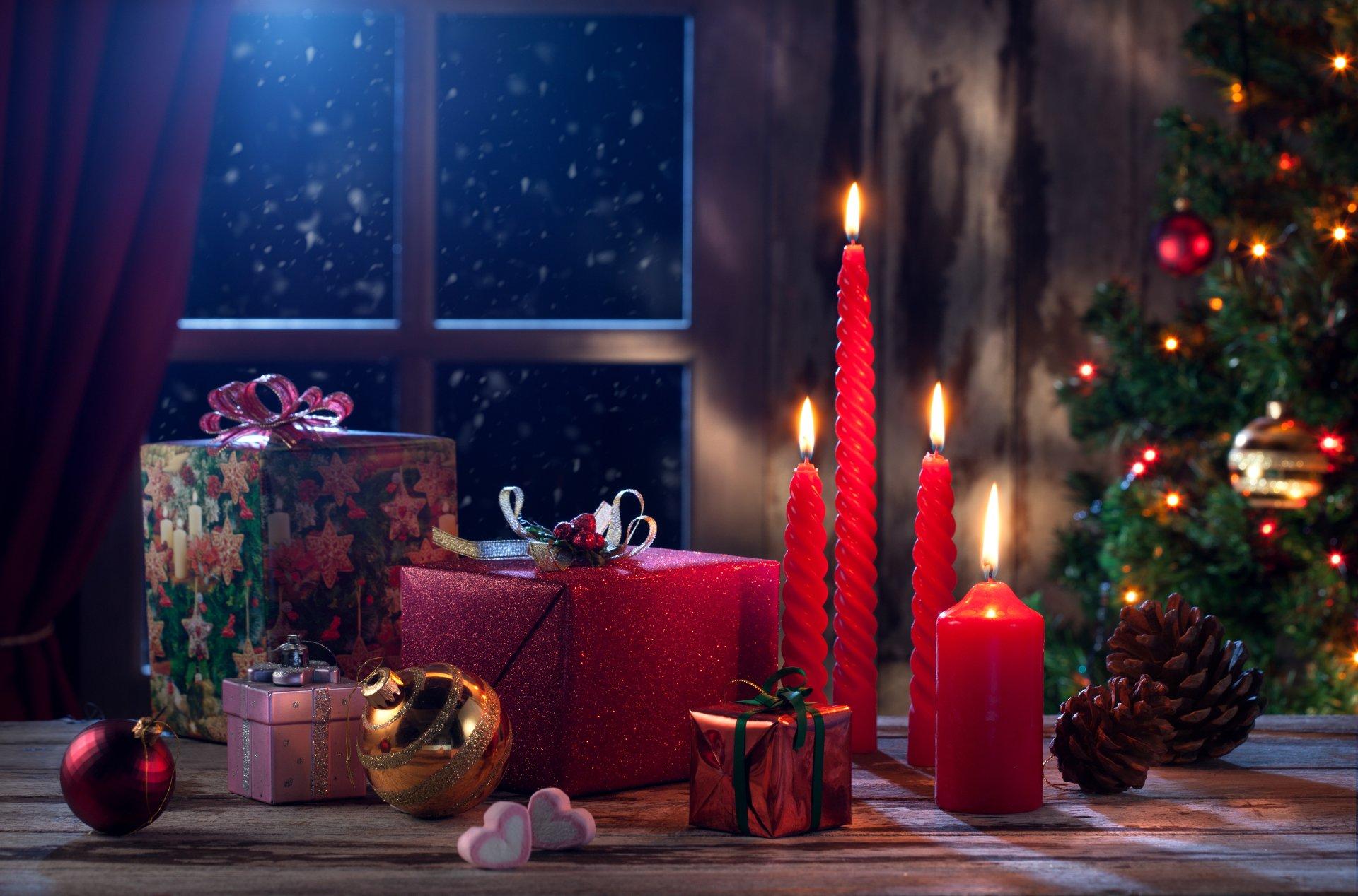 节日 - 圣诞节  节日 蜡烛 窗户 Christmas Ornaments 壁纸