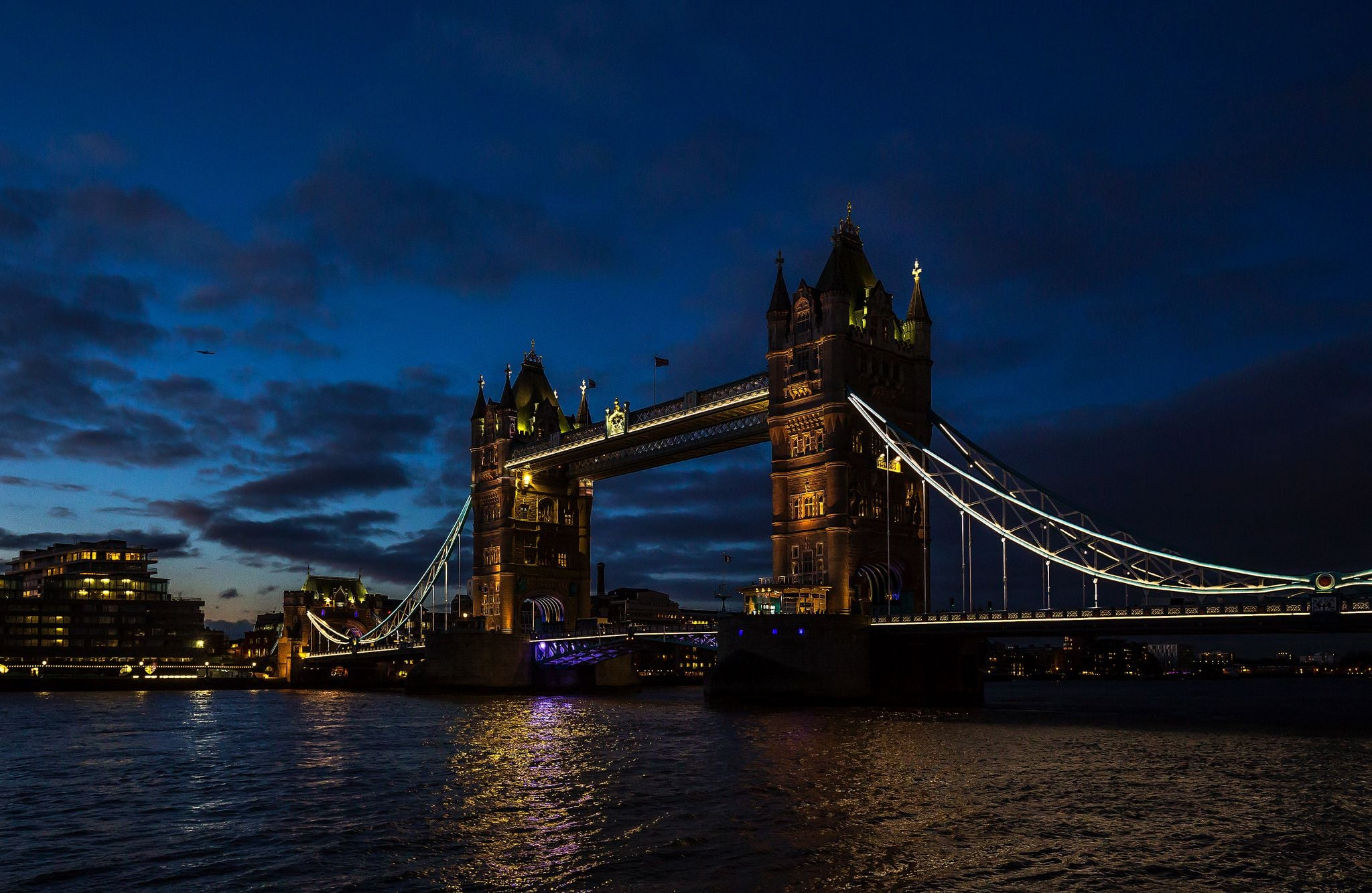 Tower Bridge in London at Night HD Wallpaper   Background ...