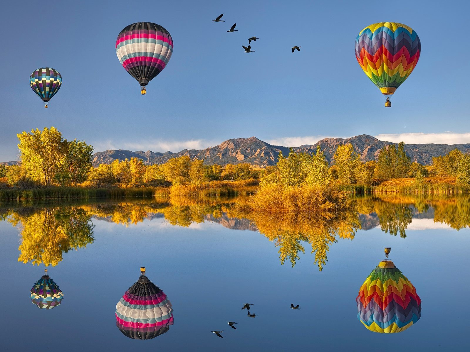 Vehicles - Hot Air Balloon  Balloon Reflection Wallpaper