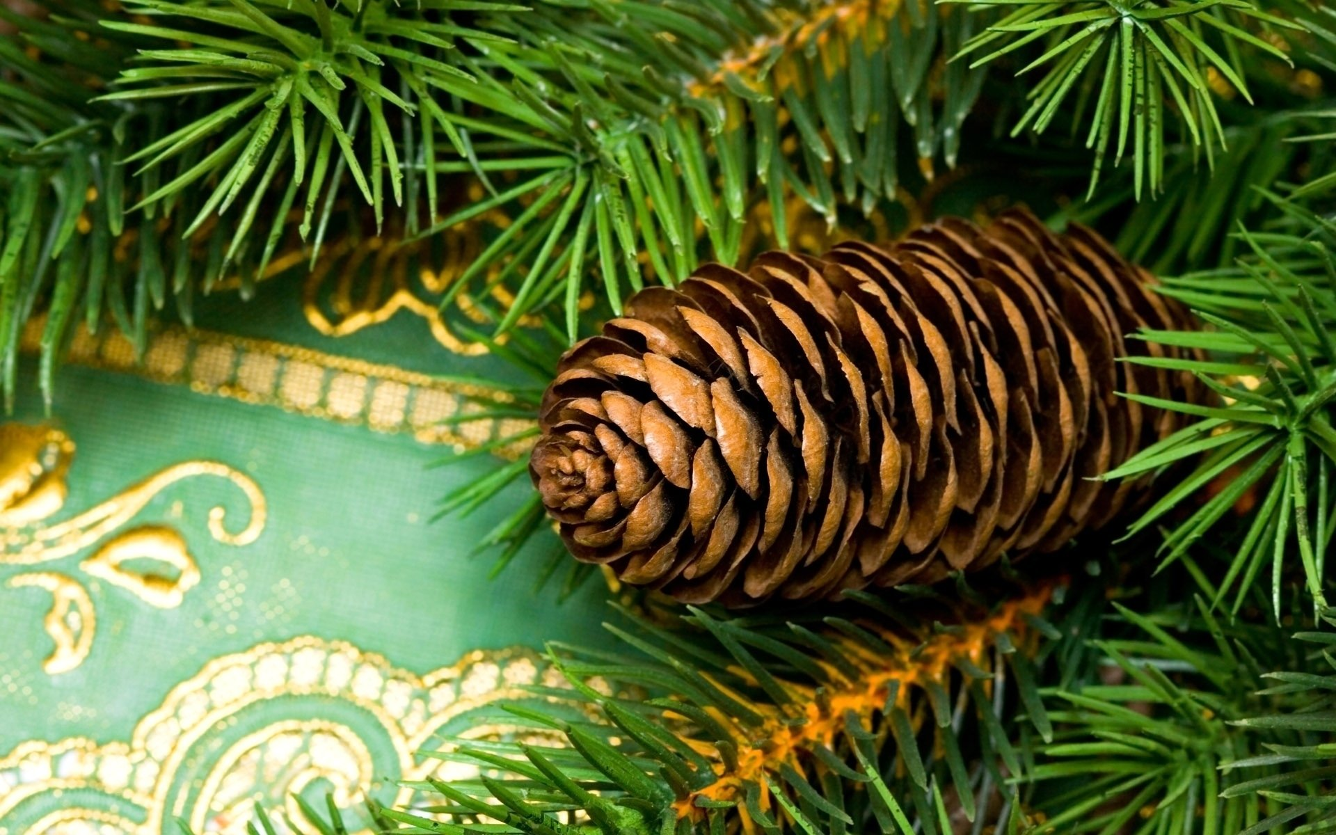 节日 - 圣诞节  Decoration Pine Cone 壁纸