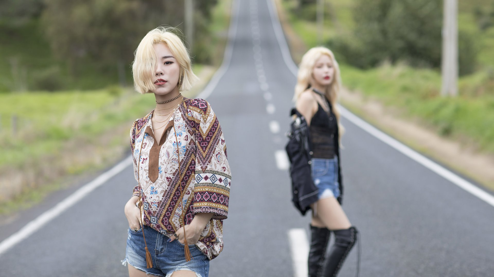 Music - Mamamoo  Depth Of Field Asian Singer K-Pop Mamamoo (Band) Korean Blonde Long Hair Brown Eyes Shorts Road Wallpaper